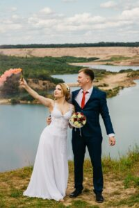 CANON 70-200 F2.8: (Best Telephoto lens for wedding photography Canon)