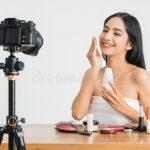 What lens should I use for vlogging?