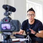 What is the best Canon lens for vlogging?