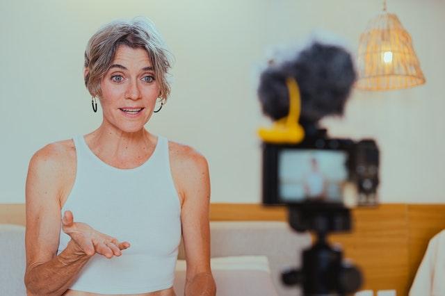Best Canon lens for Vlogging